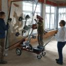 Zuverlässiges Anheben von Bauelementen durch das Glasmontagegerät UPT 250